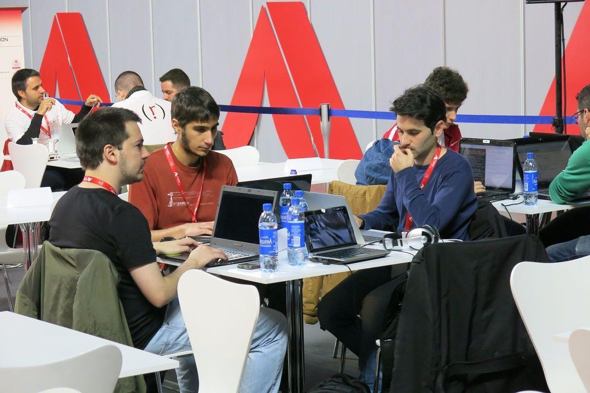 Beekeepers en el Hackathon (de izquierda a derecha: Emilio, Gonzalo y Pedro)